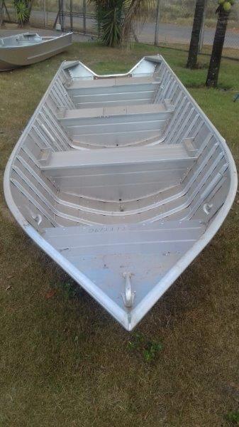 Embarcação de alumínio