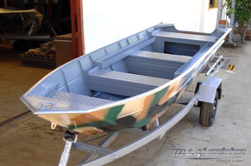 Personalização de barcos de alumínio